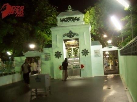pintu masuk ke makam