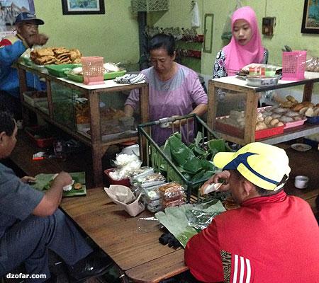 Dalam Warung Dipo