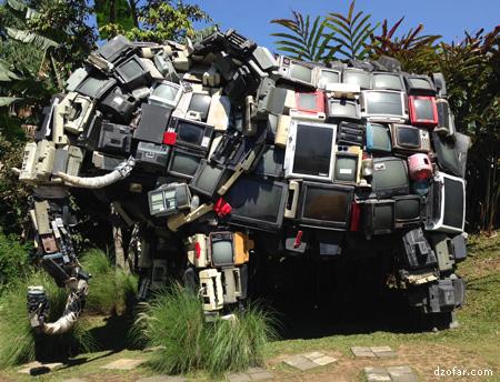 Sclupture Gajah terbuat dari TV bekas