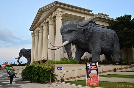 Patung Gajah Raksasa