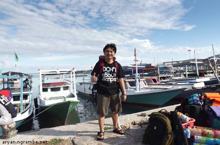 Aryan di parkiran perahu