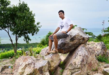 Bukit Joko Tuwo bersama seorang model