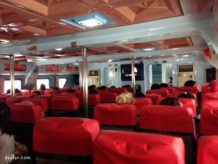 Suasana di dalam kapal cepat ml ekspress bahari