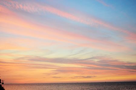 langit biru oranye