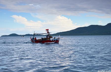 Lautan, perahu dan gunung