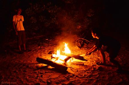 Aryan dan andy bermain api