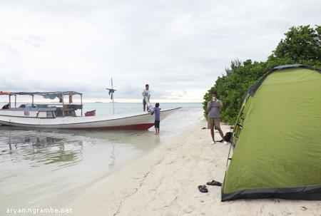 Ngecamp di Pulau Menjangan Kecil