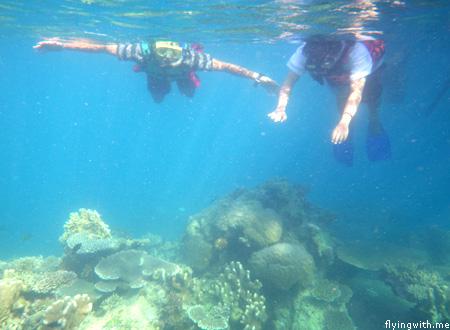 Ndop dan Aryan snorkeling