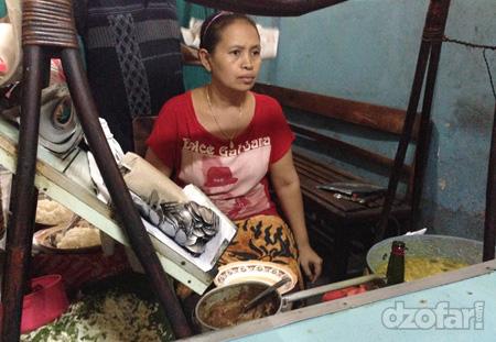 Ibuk-ibuk penjual nasi becek
