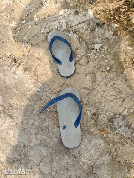 Sandal jepit putus