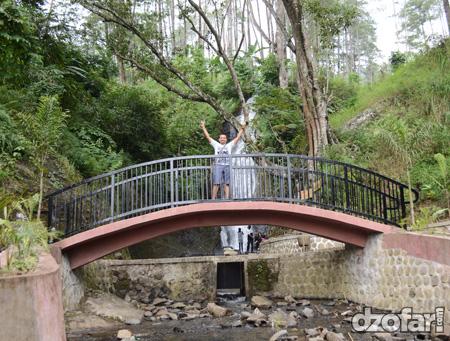 Ada jembatannya