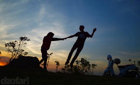 Alfi dan Rara terbang