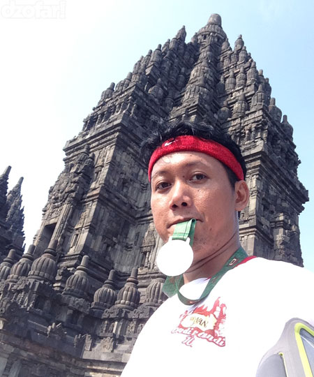 Ndop di Prambanan sambil ngemut medali