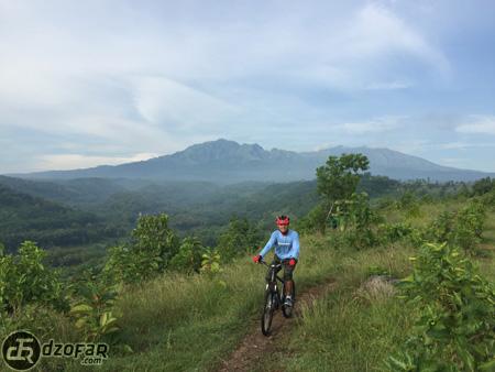 Sepedahan di Bukit Cinta