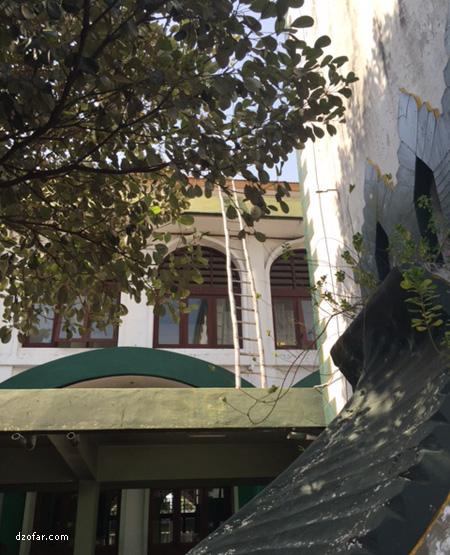tangga di masjid
