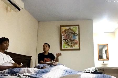 ngobrol di guest house Hasanah