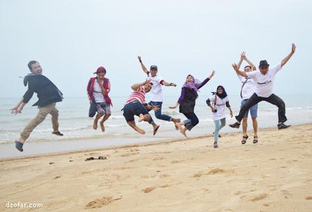 lompat di pantai Nepa