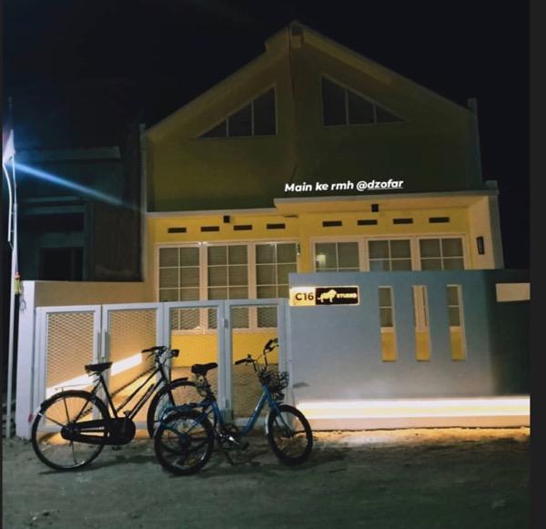 Jempol dan sepedanya Riko