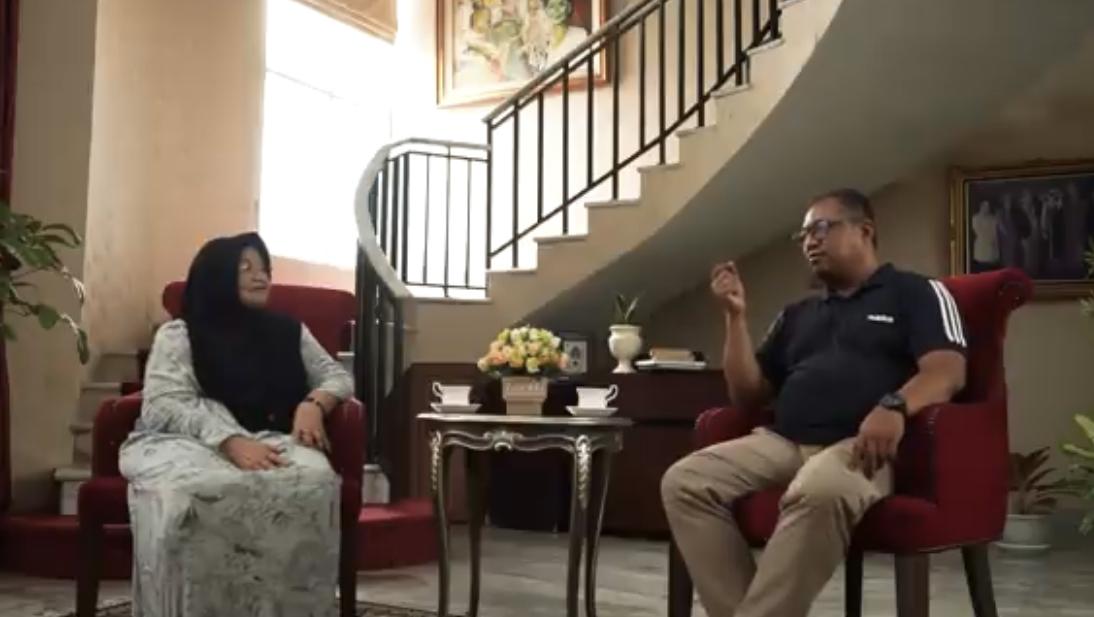 Siti Fadilah dan Indro Cahyono