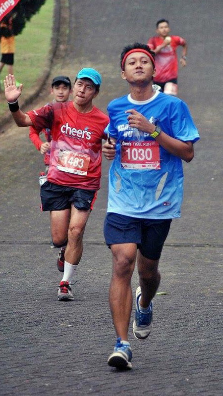 berlari menjelang finish line