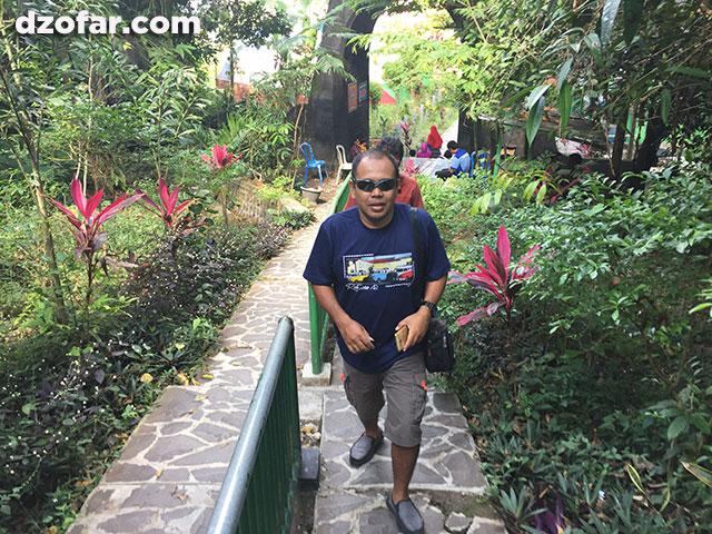 Perjalanan menuju Goa Margo Tresno