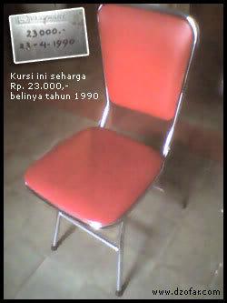 Kursi merah ini seharga 23 ribu dibeli tahun 1990