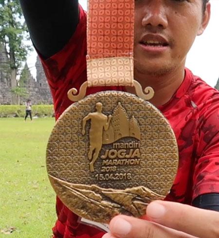 medali depan