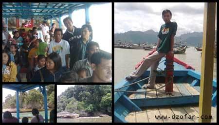 Naik Perahu di Pantai Popoh