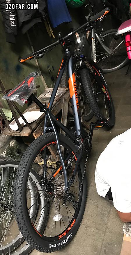 Sepeda Polygon Xtrada 6 Versi 2019 menunggu disetel biar langsung bisa ditumpaki!